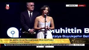 Altın Portakal Ödül Töreninde Tamer Karadağlı ile Nihal Yalçın arasındaki  diyalog gündem oldu - YouTube