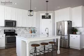 marble tiled kitchen backsplash