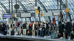 Reisende haben bei verspätungen und zugausfälle rechte (symbolbild). Pacg0zezqgwfrm