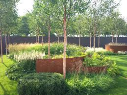 Love the corten steel integration in this garden...the coloring is ...