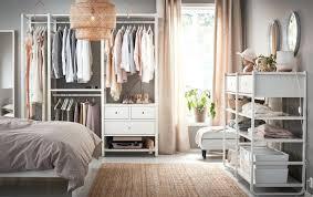Offener Kleiderschrank Im Schlafzimmer Gloinvestcoinfo