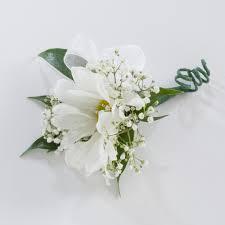 single daisy boutonniere
