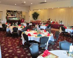 Round Table Special Glass Ornaments With Red Green Folding Napkins Placed On The Round