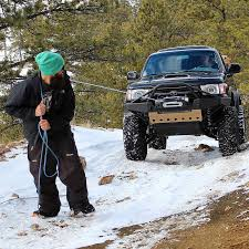 toytec lifts 4runner in the snow with winch cablesnow january 2017