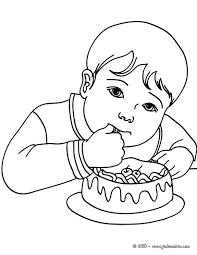 Coloriages Petit Gar On Qui Mange Un G Teau D Anniversaire Fr Coloriage Enfant Qui Dessine L