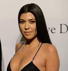 """Kourtney Kardashian rezygnuje z udziału w show """"Z kamerą u Kardashianów""""!  Znamy powód jej decyzji - Glamour.pl"""