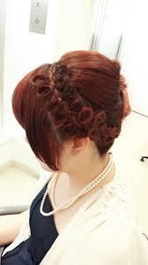 初めての結婚式に出席して髪型もドレスに合うステキなヘアメイクを
