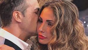 Uomini e Donne, Ida Platano dimentica Riccardo Guarnieri con un altro:  avvistata con un 45enne