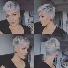 Het Mirakel Van Grijze Pixie Kapsels Halflang Haar