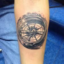 татуировки компас в стиле реализм черно серая предплечье каталог