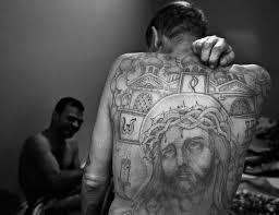 как делают татуировки в тюрьме
