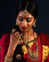 if you have a dusky plexion and want to emphasize your lips more than your eyes then this indian bridal makeup look is something you can take
