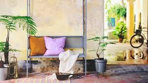 Mit den bergo bodensystemen werden ihre wünsche. Gelbe Liegen Blaue Sessel Neue Farben Auf Balkon Und Terrasse