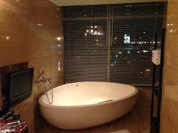 hotel indonesia kempinski grand deluxe room bathroom