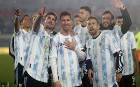 مدرب الأرجنتين ينهال بالمديح في ميسي