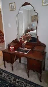 vintage vanity. antique vanity / vintage 1920s e