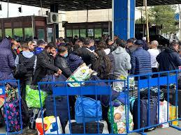 Imagini Incredibile: Românii Așteaptă și 8 Ore La Punctele De Frontieră Din Vestul țării. Peste 8.000 De Oameni Au Intrat în țară Prin Ungaria, în Ultimele 24 De Ore | Libertatea