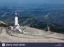 Frankreich, Vaucluse, Bedoin, Gipfel des Mont Ventoux im Sommer, D 974,  Observatory Tower, meteorologisches Observatorium und TV-Sender, Höhepunkt  der Mont Ventoux auf 1911 Meter (Luftbild Stockfotografie - Alamy