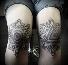 татуировки на коленях фото тату на коленях