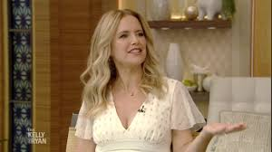 Kelly Preston on How She Met Her Husband John Travolta - YouTube