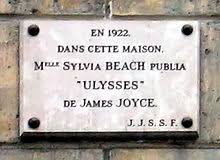 memorial plaque at 12 rue de l odéon paris the original location of shakespeare co in 1922 sylvia beach published james joyce s ulysses in this