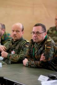 BG Lutz-Erich Niemann (HQ EUROCORPS DCOS Training and Resources),left, and MG Richard Rossmanith ( COS FC Heidelberg), right. (Photo - 42Kb) - b100331a-02