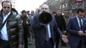 Son Dakika! Ermenistan Başbakanı Paşinyan, Erivan sokaklarını gezerek  megafonla halka sesleniyor - Son Dakika Haberleri