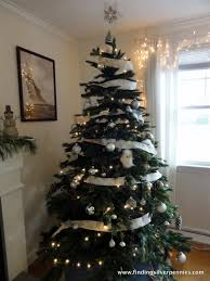 Creative Ways To Decorate Your Christmas TreeAt Home Christmas Tree