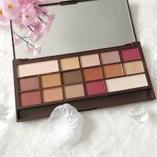 the eyeshadows are amazing quality they are super pigmented and the colours on the eyes look exactly like the colours in the pan i use the palette by