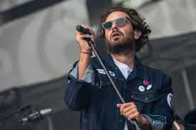 Tommaso paradiso (roma, 25 giugno 1983) è un cantautore, musicista e paroliere italiano. Video Lazio Inter Tommaso Paradiso Grida Al Complotto Fallo Di De Vrij Che Strano