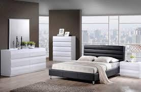 White or black furniture Aztec Modern Black Or White Bedroom Furniture 5 Yellow Black Bedroom Furniture Mommyblogdesignscom Perfect Black Or White Bedroom Furniture