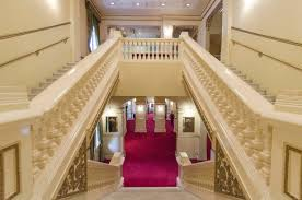 file his majesty s theatre staircase view from first floor landing to ground floor