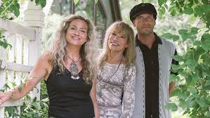 Sally Taylor & Carly Simon: 50 Years After Carly's Debut Album ...