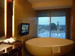 hotel indonesia kempinski bathtub