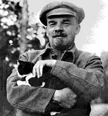 Lenin - ¿Que hacer? (1902) Images?q=tbn:ANd9GcSvUh0UsuRQ59oIL9nxo_knRb-7EA-Nqp5EfL2gSgPiqvmIGDg0og