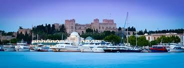 Palace of the Grand Masters & Mandraki Harbour illuminated at dawn, Rhodes  Town, Rhodes, Greece[20088037330]の写真素材・イラスト素材|アマナイメージズ