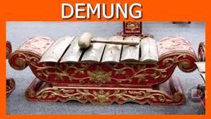 Alat musik bonang memiliki bentuk fisik yang mirip dengan gong, hanya saja posisinya ditidurkan. Alat Musik Bonang Berasal Dari Daerah