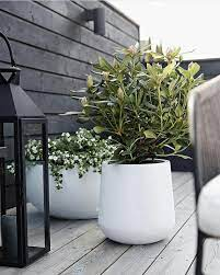 10 large planters for the garden