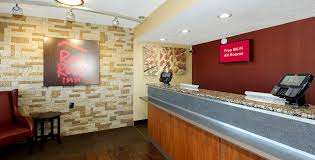 red roof inn columbus west hilliard front desk and lobby area