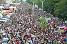 Resultado de imagem para o povo nas ruas do corso teresina