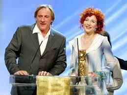 Julie Depardieu Et Son Pere Gerard Depardieu Sur La Scene Du Theatre Du  Chatelet Pour Les Cesar En Foto von Shayla619 | Fans teilen Deutschland  Bilder