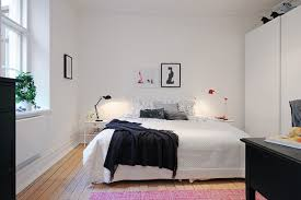Apartment:Minimalist Bedding On White Mattress With Glossy Wooden Lowest  Bedframe Facing The Glass Wall