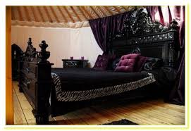Gothic Bedroom Furniture: Gothic High Style Bed .