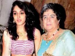 Pic Aamir Khans Daughter Ira Khan Looks Stunning In Ethnic As She