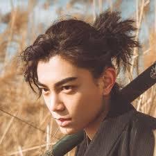 Les cheveux longs sont une coiffure adoptée par les femmes et les hommes de tous temps mais dont la popularité et la signification sociale change selon les cultures et les époques. 30 Idees Coiffures Pour Homme Asiatique Guide