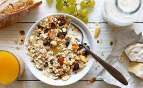 2,000 calories a day is used for general nutrition advice. Weight Loss 5 Low Calorie Breakfast Ideas To Lose Weight