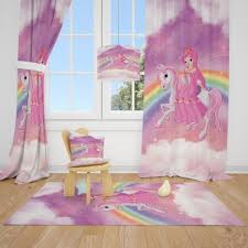 Декорацията на детска стая не е лесна задача. Perdeta Za Detska Staya I Kilim Komplekt Princes