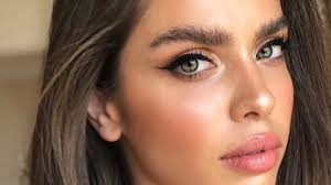 graduation makeup is necessary for any who wants to be seen and noticed at the