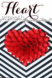 simple and easy wreath tutorial this would be perfect for valentine s day decor