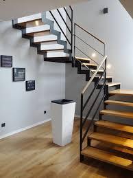 Außentreppen aus stahl gibt es in unterschiedlichen ausfüehrungen und mit individuellen stufenbreiten und passen sich somit den vorhandenen gegebenheiten auf ganz eigene weise an. Moderne Stahl Holz Treppe Von Vs Treppensysteme Treppe Holz Haus Treppe Haus